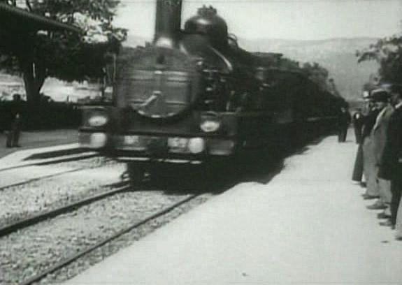 L'Arrivèe_d'un_train_en_gare_de_La_Ciotat_(1896)_01
